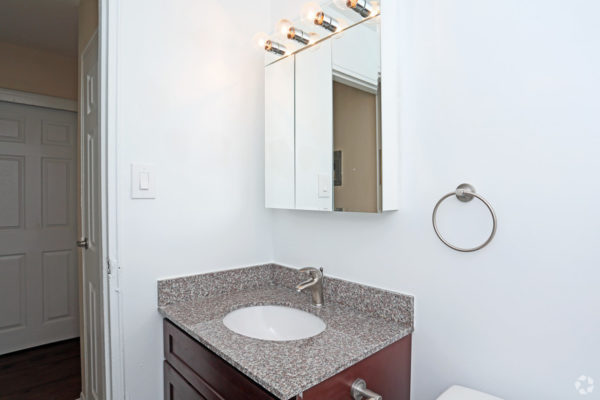 rock-springs-apartments-morrisville-pa-bathroom-1